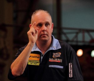 cropped-ian-matchplay-dart501-pointing-great-sponsors-shot.jpg